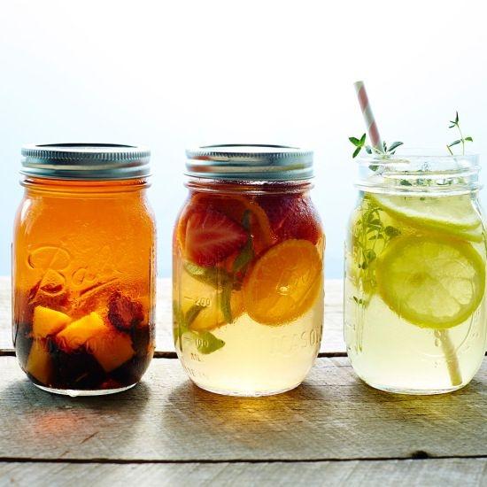 Ceaiurile verii, tonice si racoritoare + 3 retete creative pentru a te hidrata