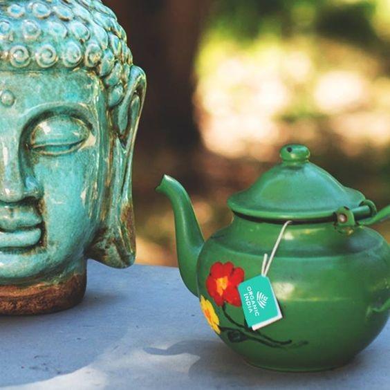 Doua dintre lucrurile mele preferate – yoga si ceaiul (o cana de stare de bine)