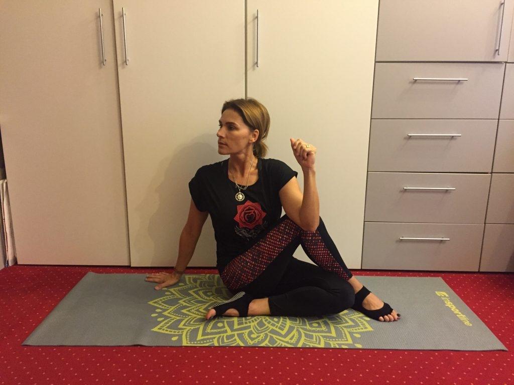 """Rasuceste-te si pregateste-ti corpul pentru un nou inceput (beneficiile """"rasucirilor"""" din yoga pentru sanatatea corpului si spiritului tau)"""