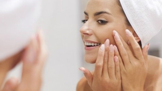 5 Greseli frecvente care iti afecteaza sanatatea, frumusetea si stralucirea pielii fetei