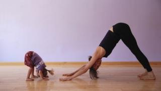 De ce e bine sa ii invatam pe cei mici ce este yoga?
