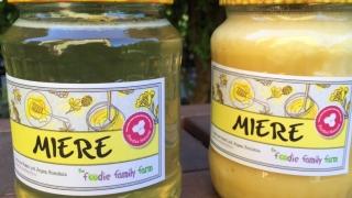 De ce ne place mierea de floarea soarelui 100% RAW si pura de la Foodie Family Farm