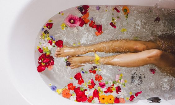 Ingrijirea in timpul menstruatiei potrivit Ayurveda – invata sa iubesti fiecare parte a ta!